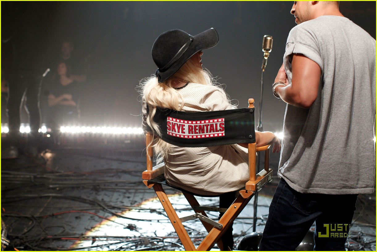 christina aguilera moves like jagger video shoot with adam levine 202559541