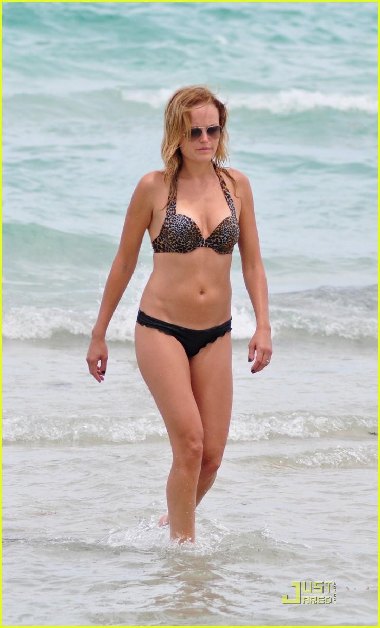 Bikini Jennifer Akerman