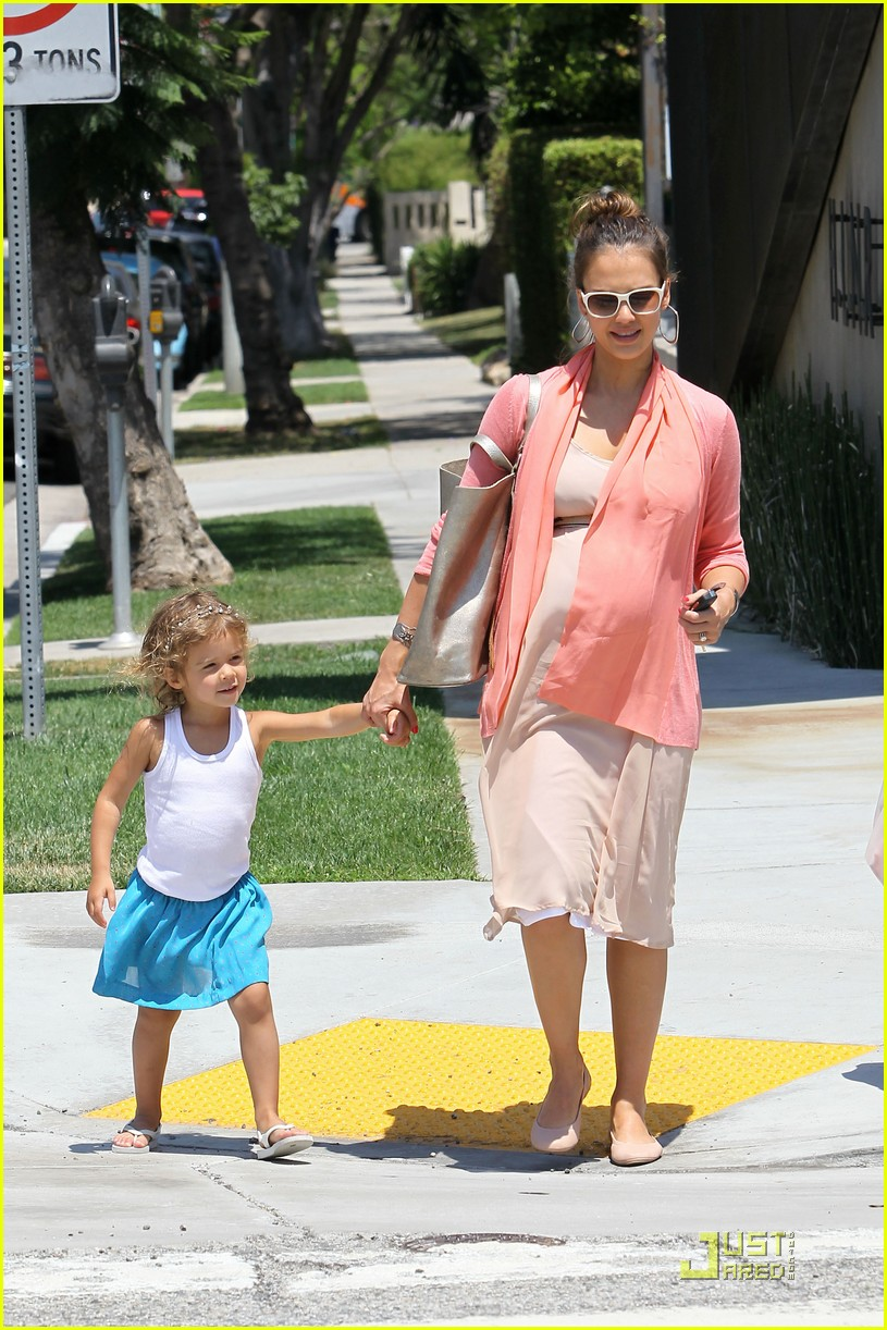 jessica alba honor bel bambini baby shopping 112559014