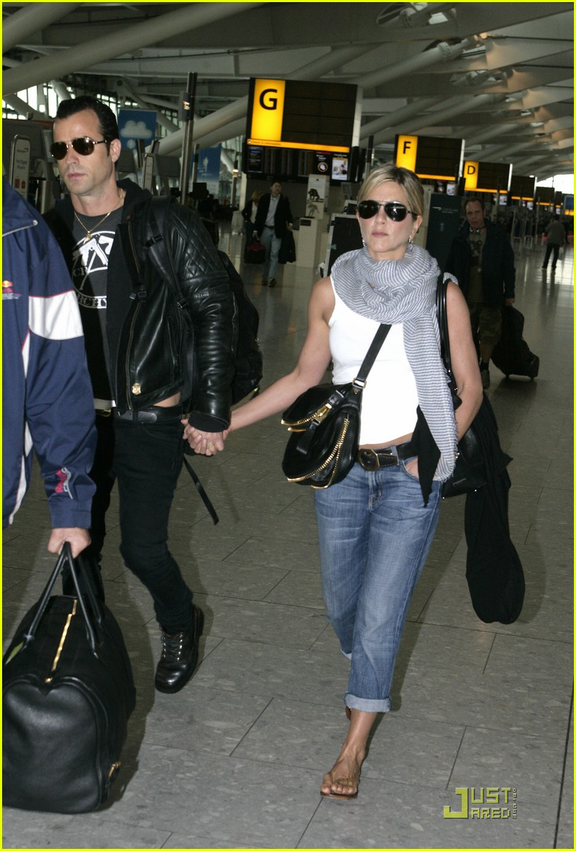 jennifer aniston justin theroux heathrow 01