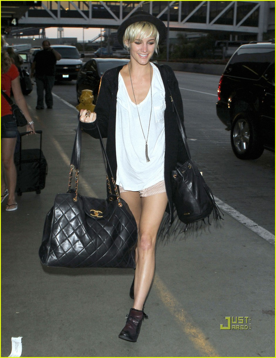 Ashlee Simpson Short Shorts At Lax Photo 2558396 Ashlee Simpson Pictures Just Jared