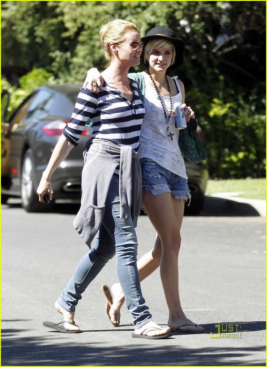 ashlee simpson school pickup 02