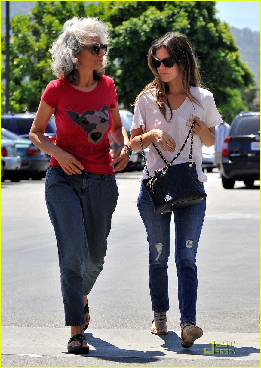 rachel bilson home depot with mom janice 032563558