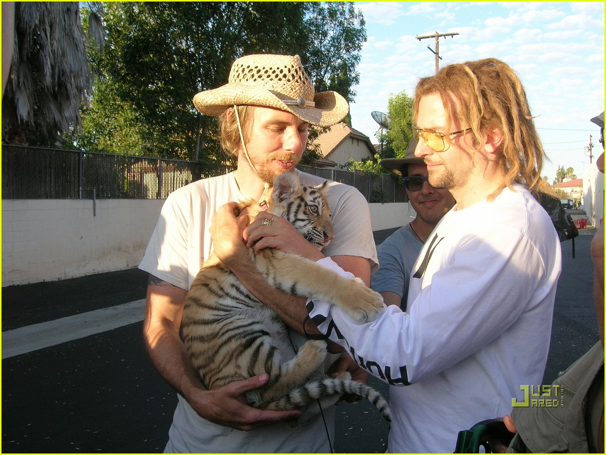 bradley cooper dreadlocks tiger cub 03