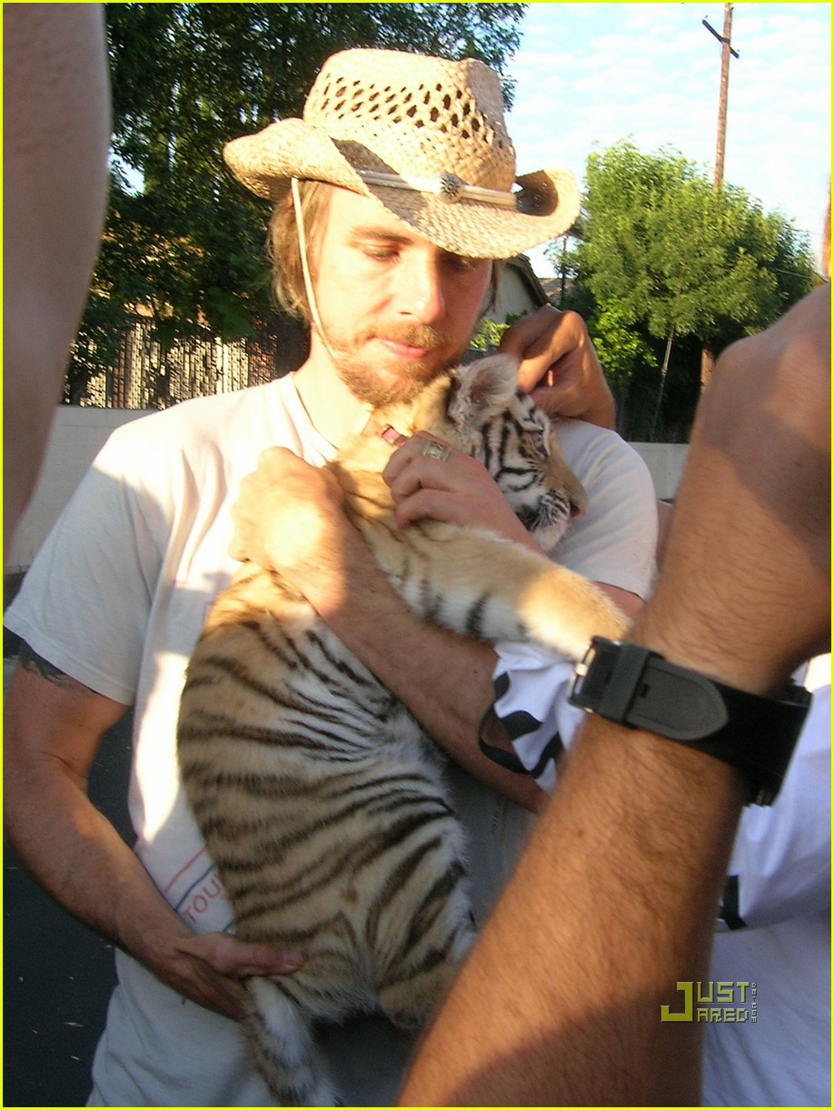 bradley cooper dreadlocks tiger cub 05