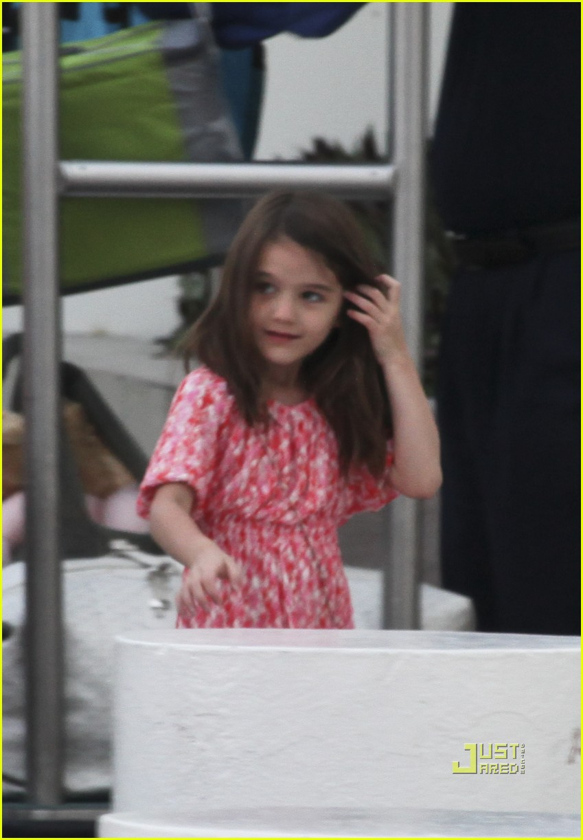 katie holmes suri cruise cancun 01