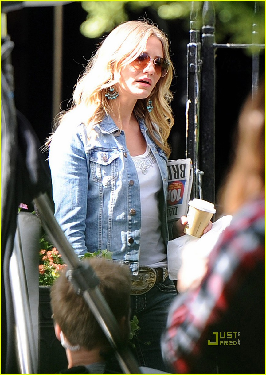 cameron diaz denim jacket gambit 02