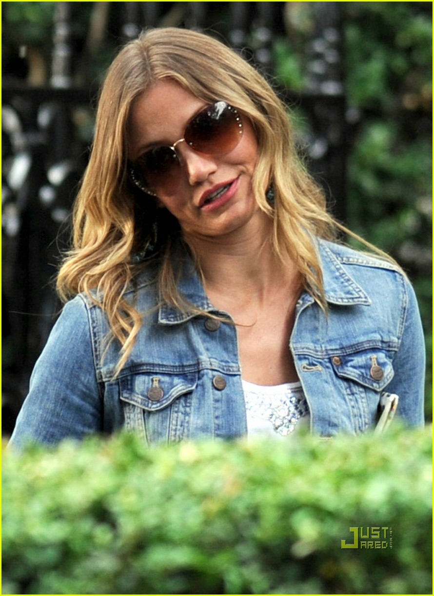 cameron diaz denim jacket gambit 03