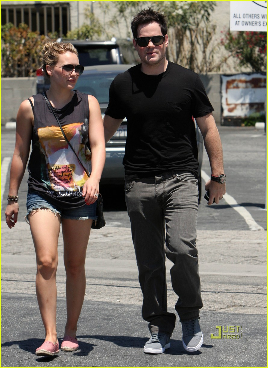When did hilary duff and mike comrie start dating. Dating for one night.