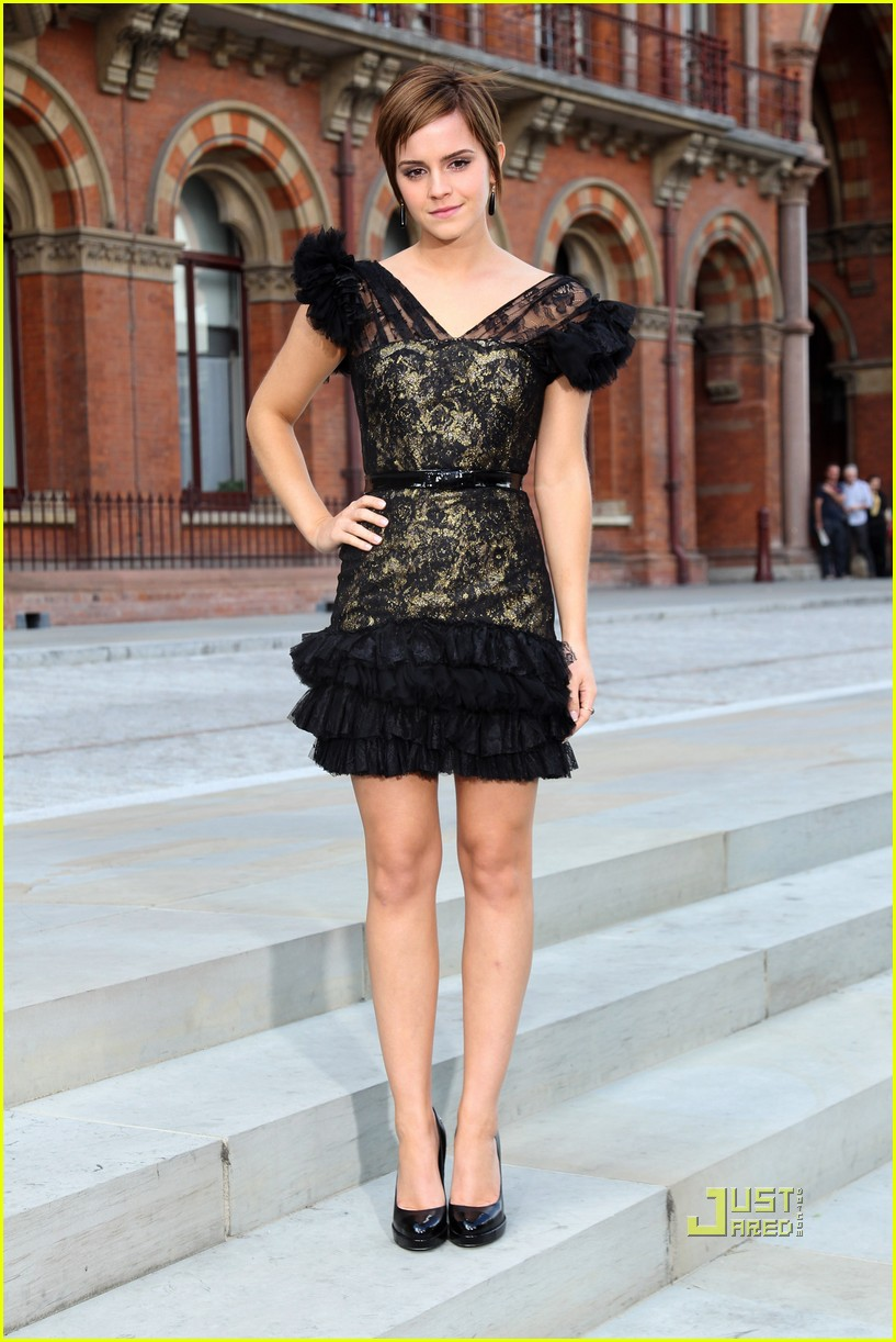 emma watson harry potter photo call renaissance st pancras 10