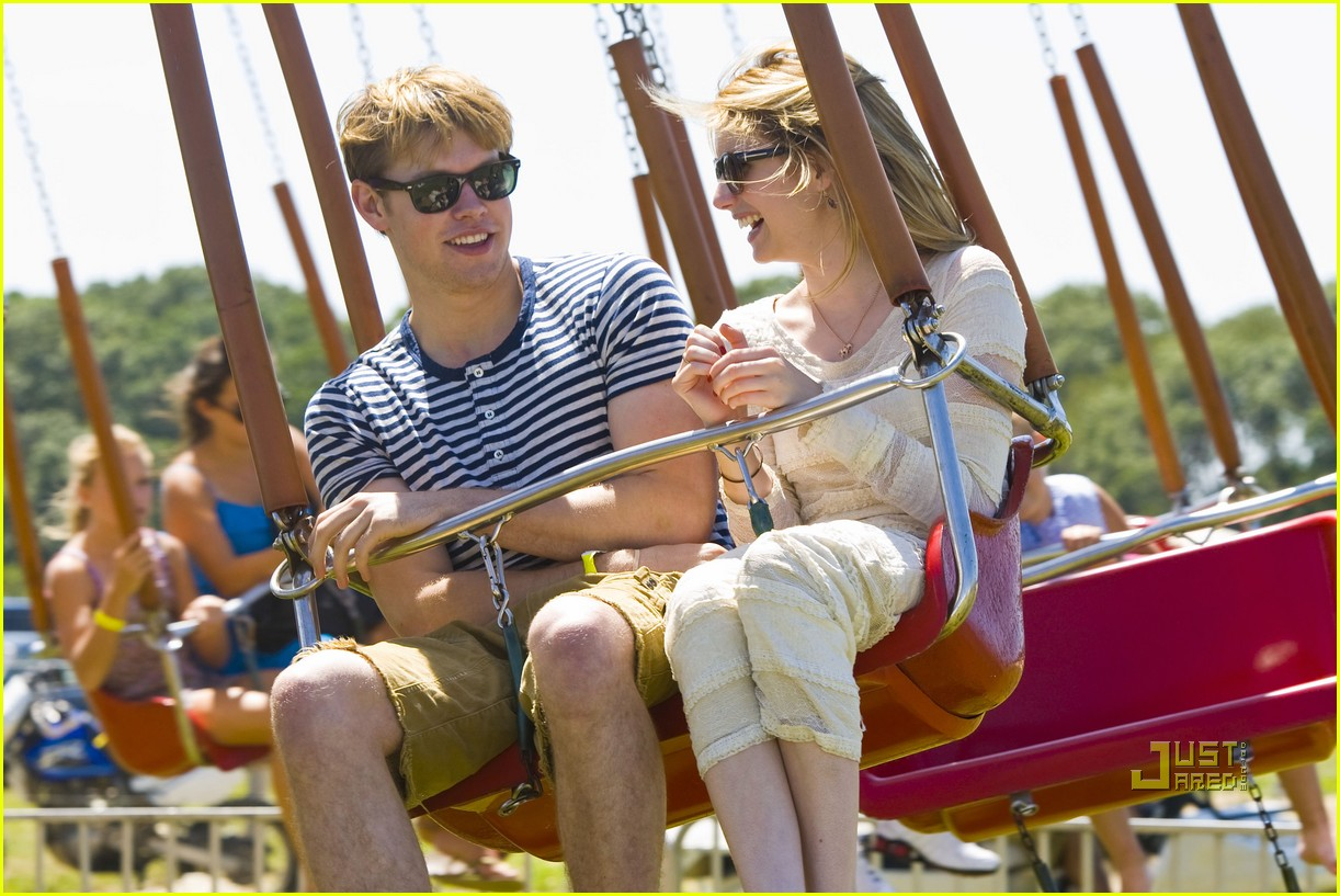emma roberts chord overstreet super sunday 08