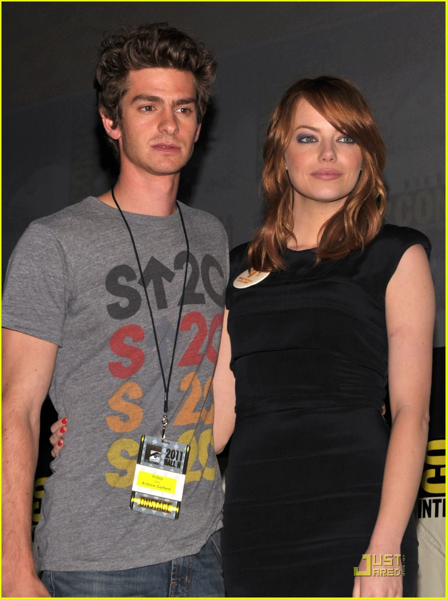 andrew garfield spidey suit at comic con with emma stone 082563030