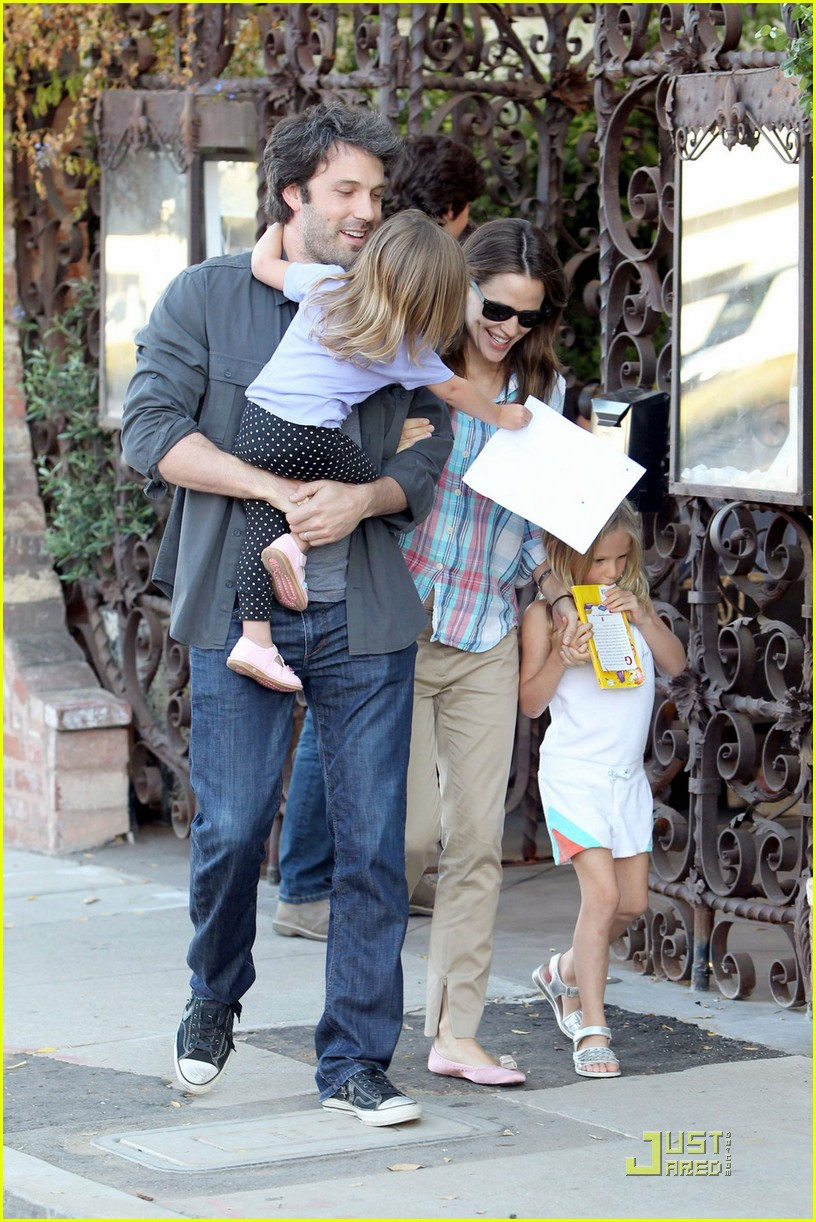 ben affleck jennifer garner sunday brunch with the girls 05