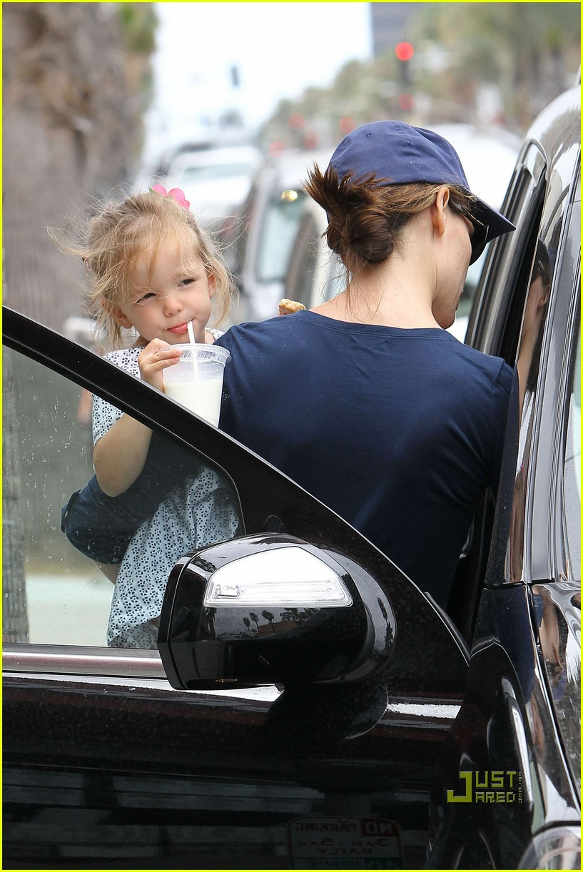 Jennifer Garner Amp Seraphina Huckleberry Cafe Photo