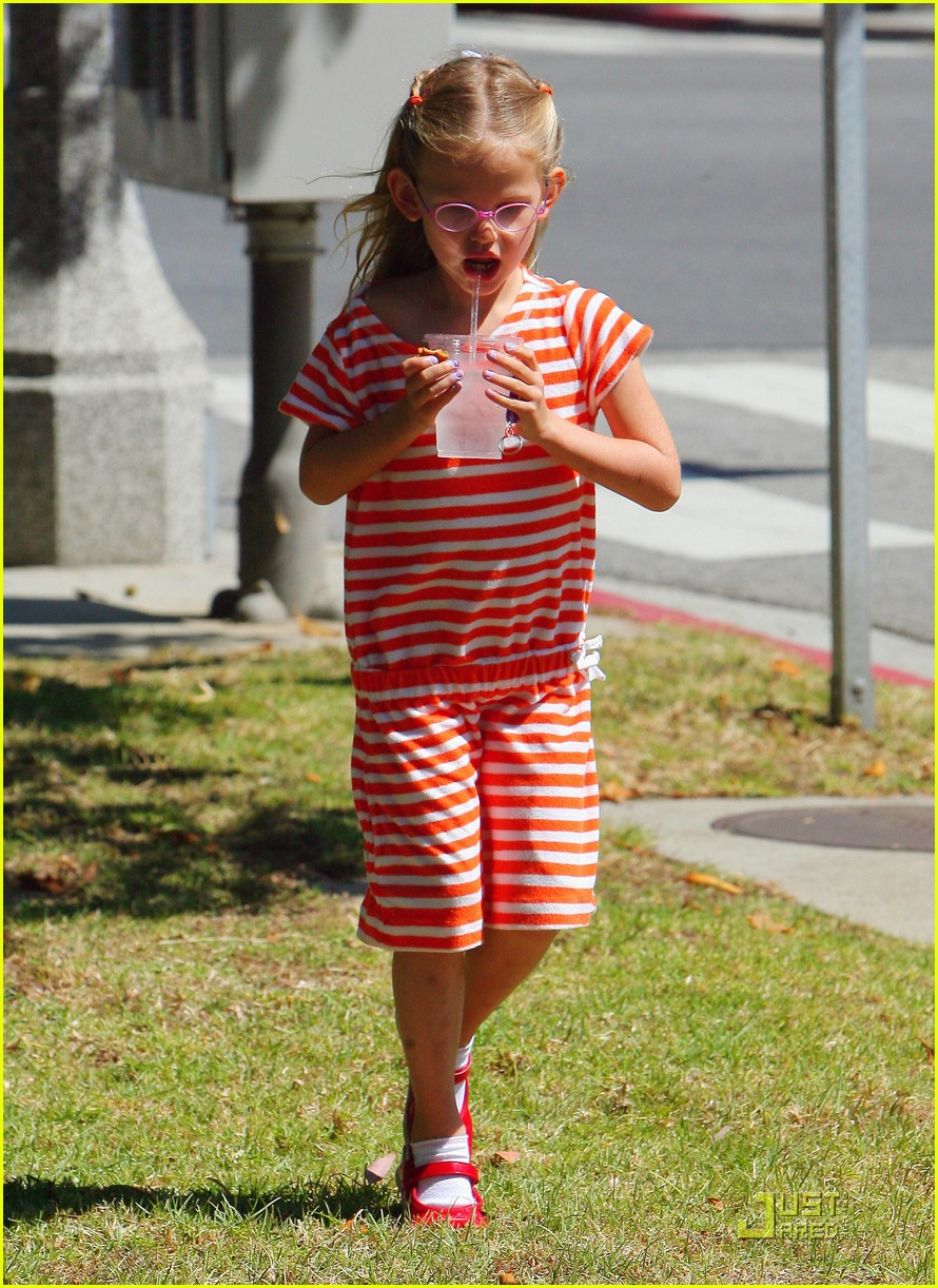 jennifer garner playdate with violet 12