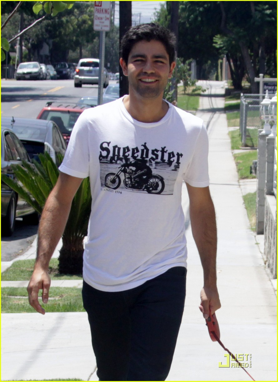 adrian grenier entourage final season trailer 022559580