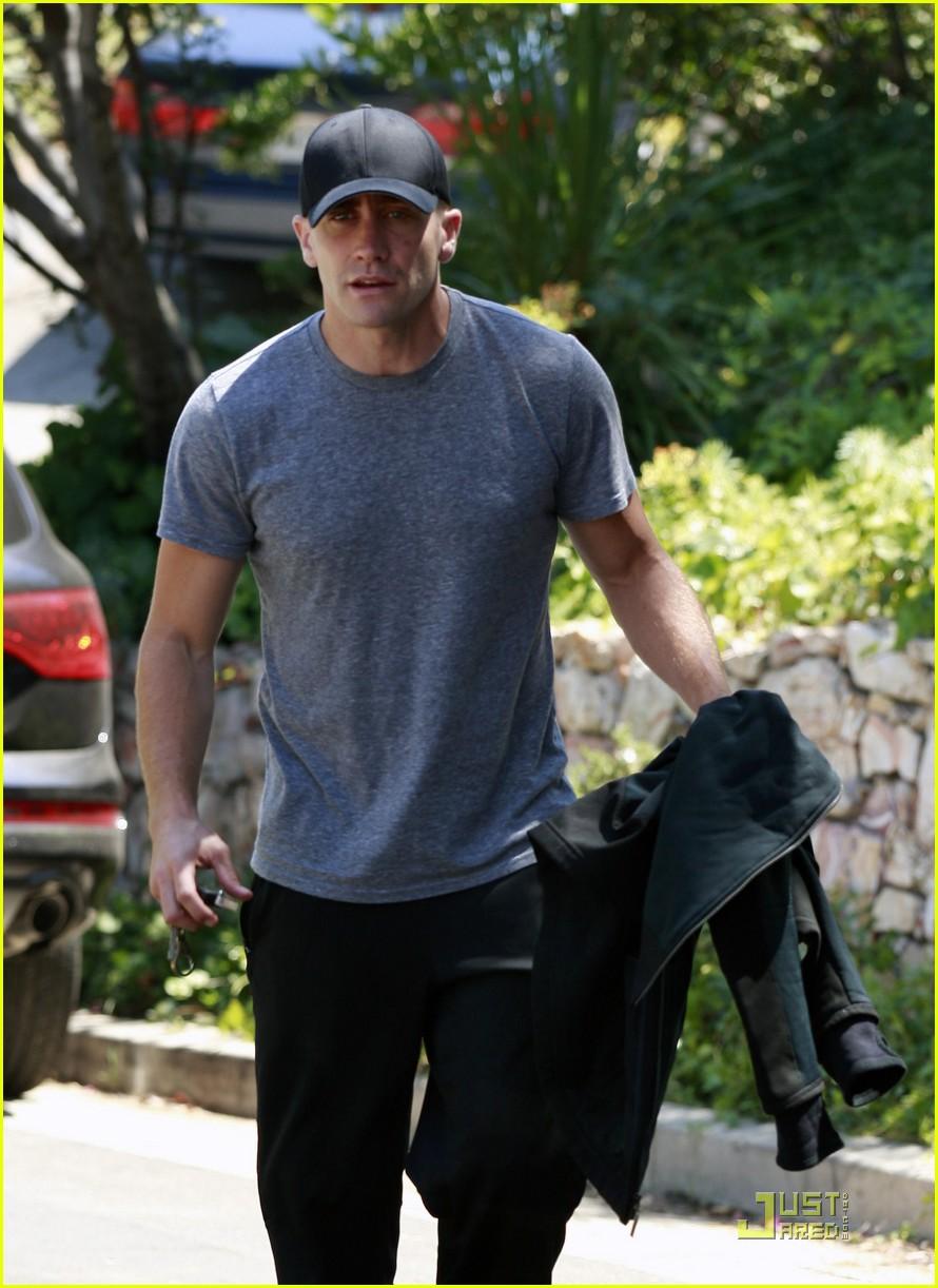 jake gyllenhaal los feliz workout 102564091