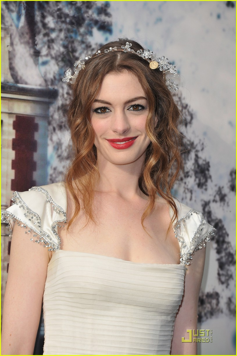 anne hathaway love ball 012558275