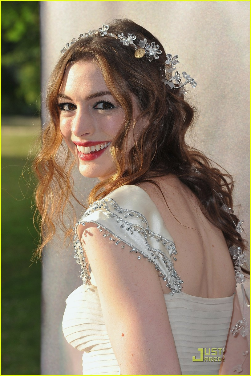 anne hathaway love ball 032558277