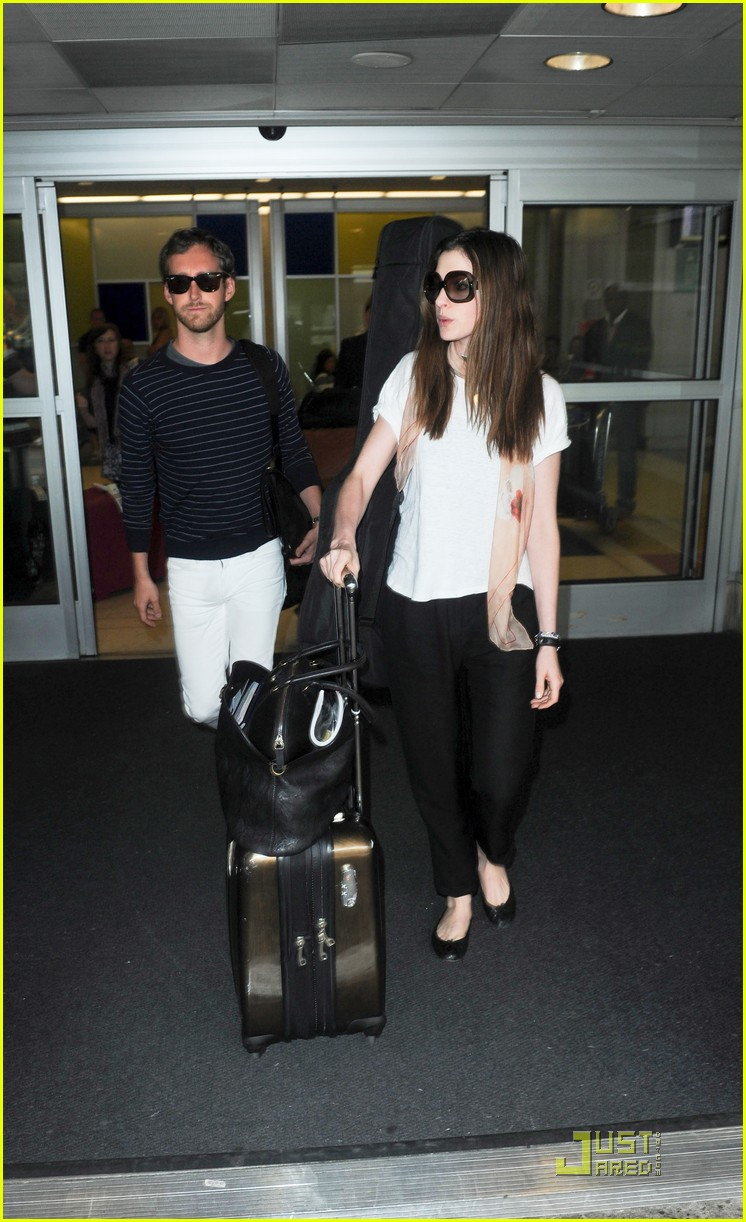 anne hathaway adam shulman new york landing 02