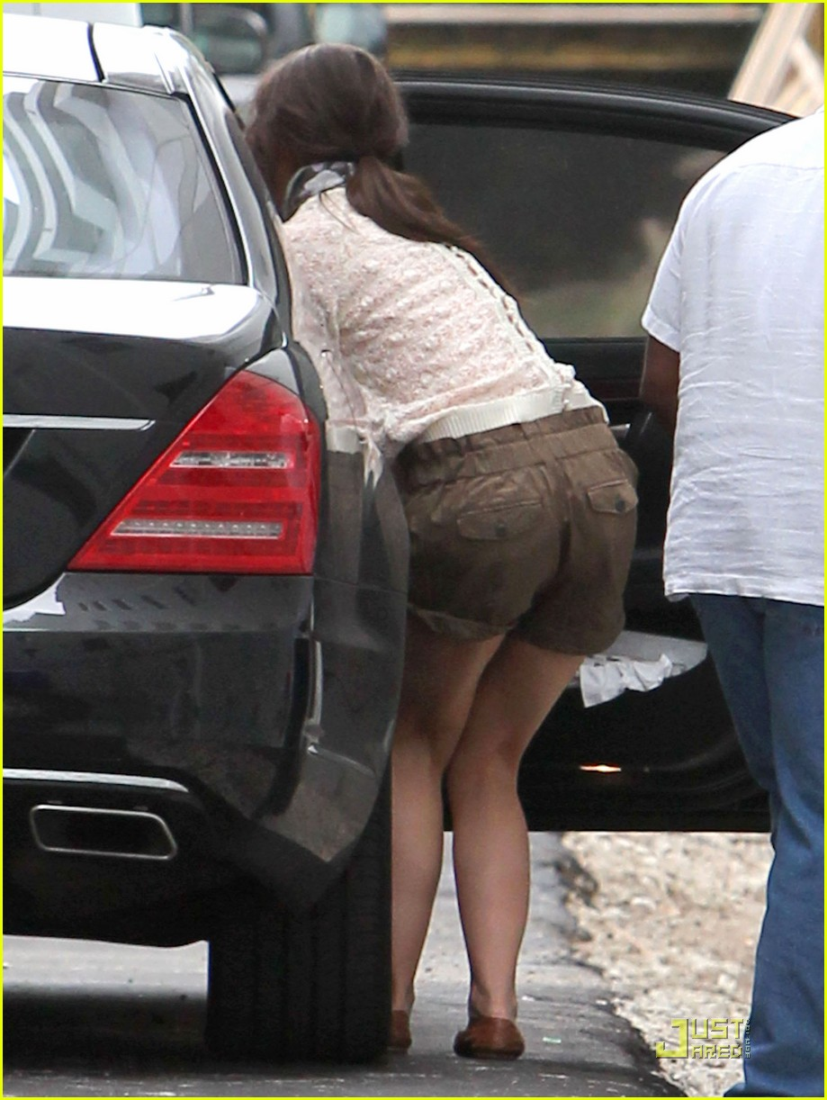 katie holmes tom cruise miami hotel arrival with the kids 06