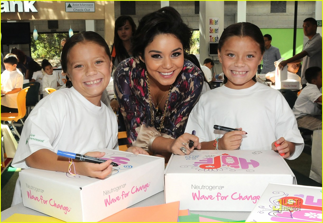 vanessa hudgens hayden panettiere wave for change 03
