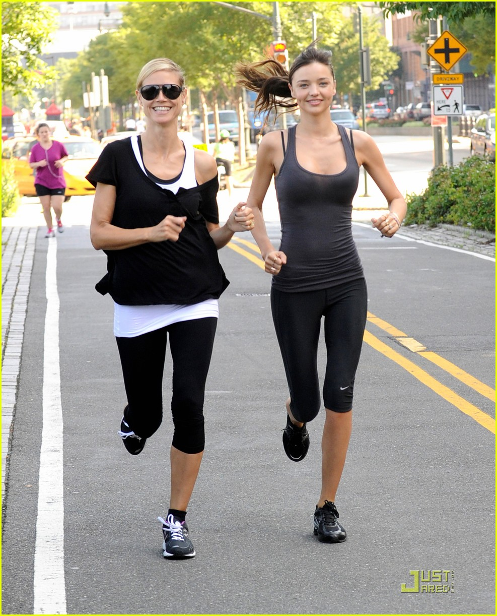 miranda kerr aol summer run with heidi klum 07