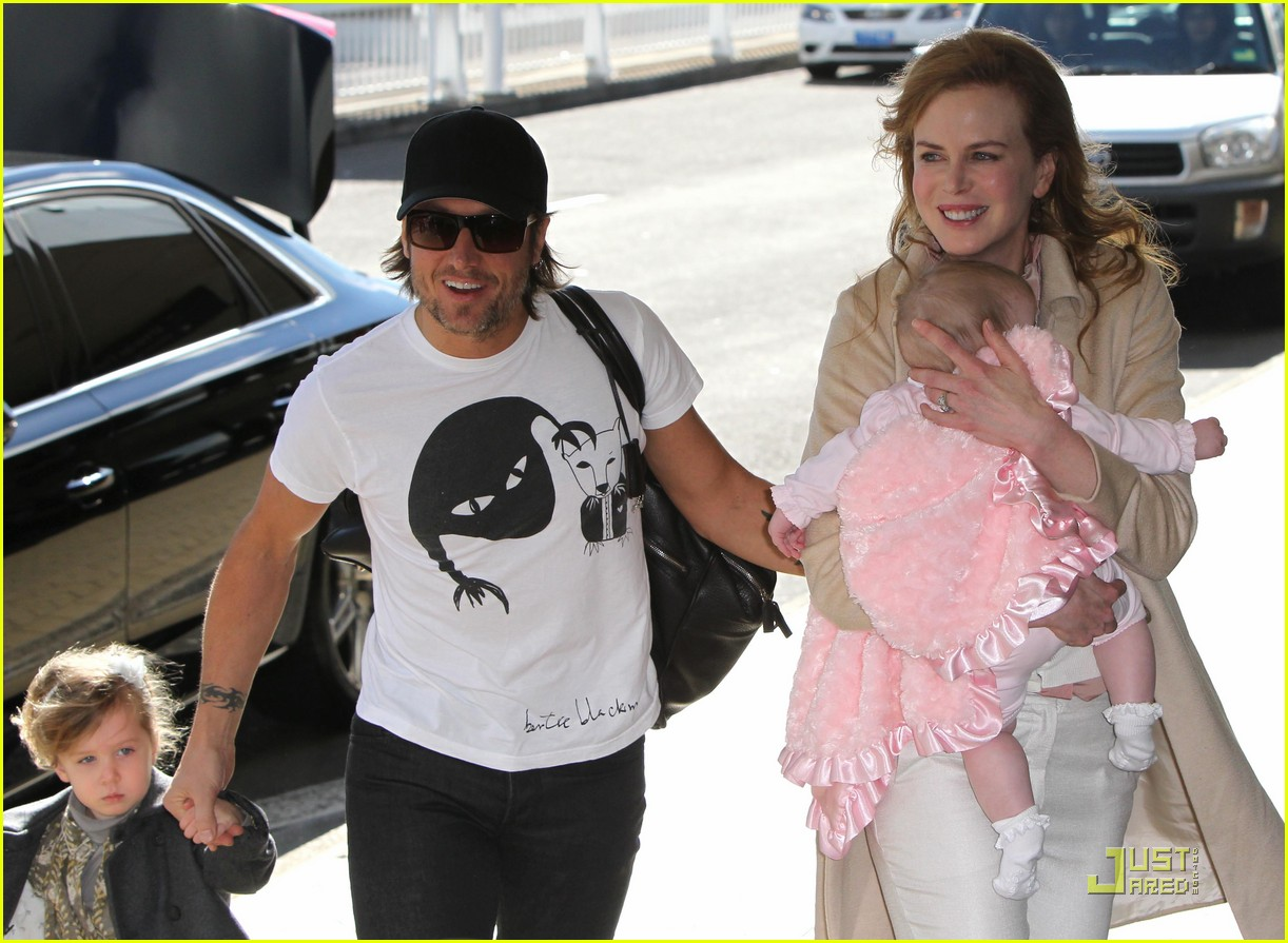 nicole kidman faith sydney airport 032558112