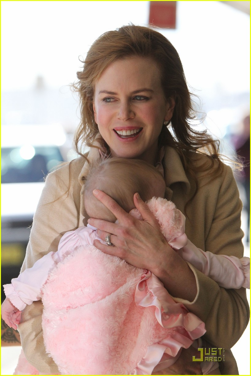 nicole kidman faith sydney airport 05