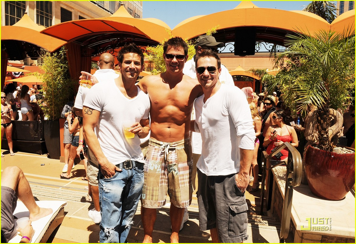 nick lachey shirtless bachelor party with 98 degrees guys 032557412