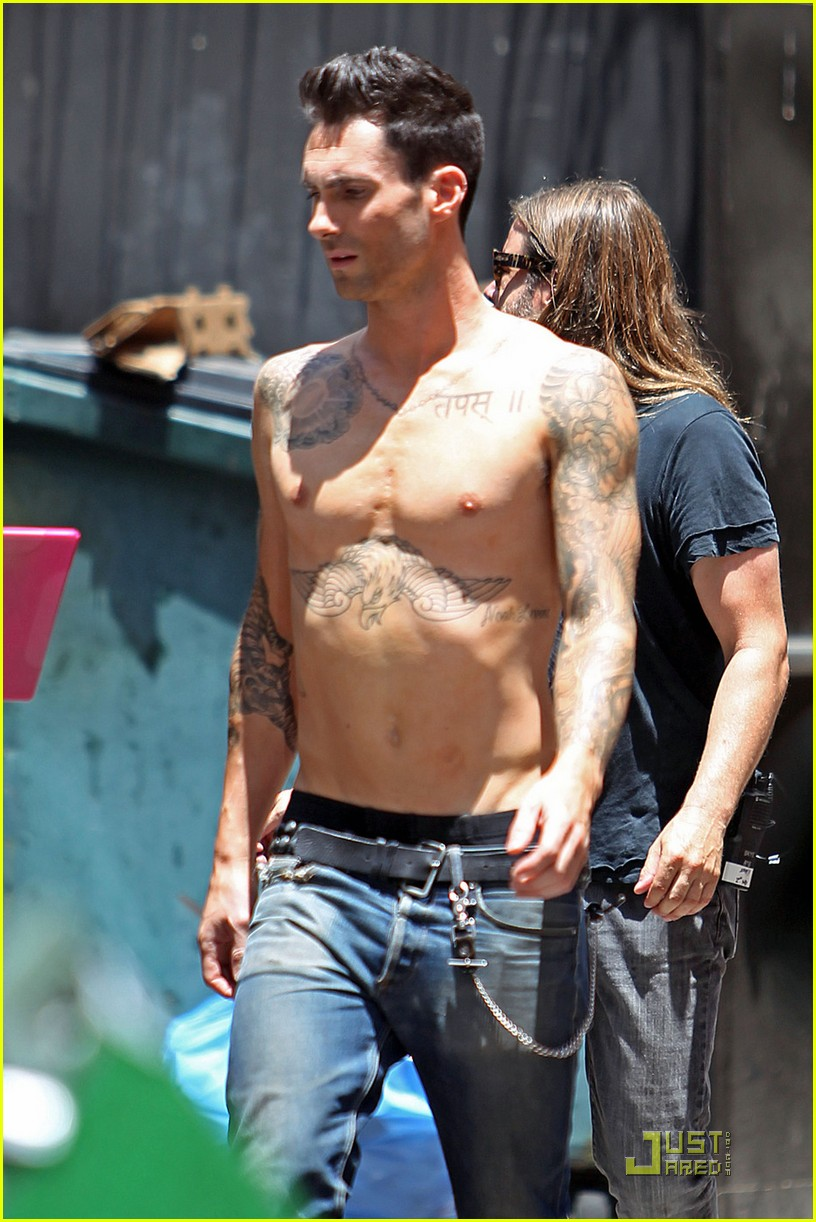adam levine shirtless on music video set 062559003