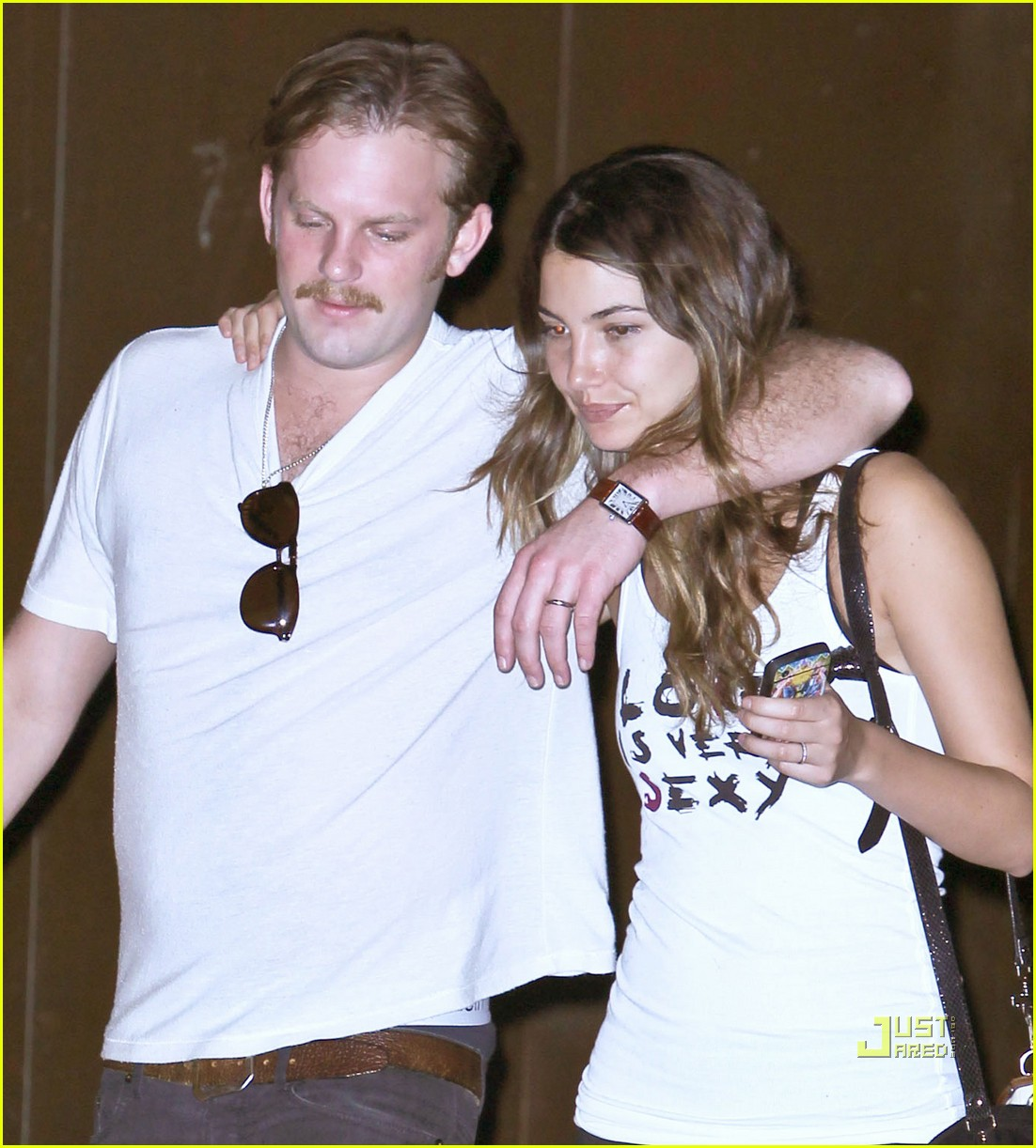 lily aldridge caleb followill drink 04