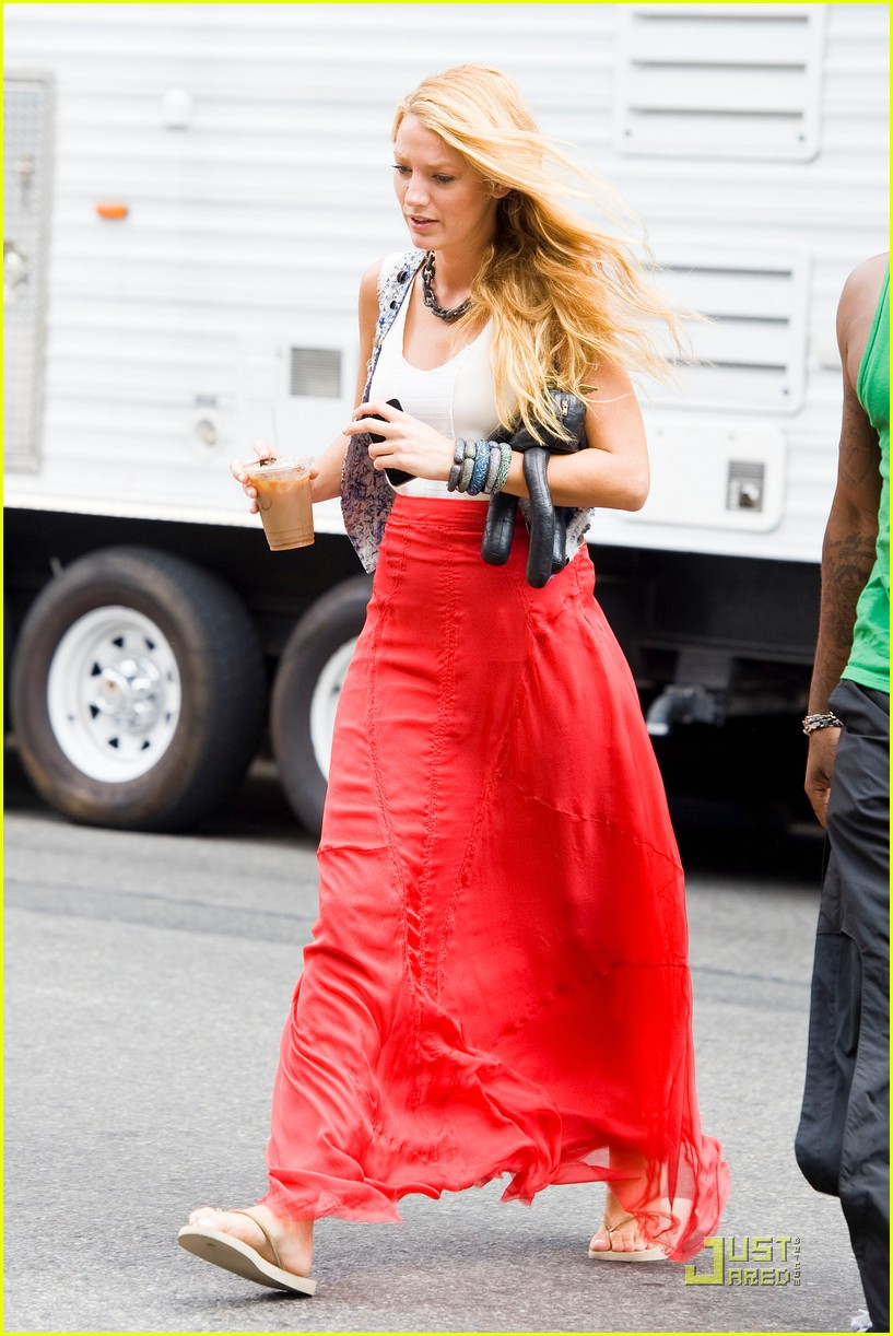 blake lively red skirt 06