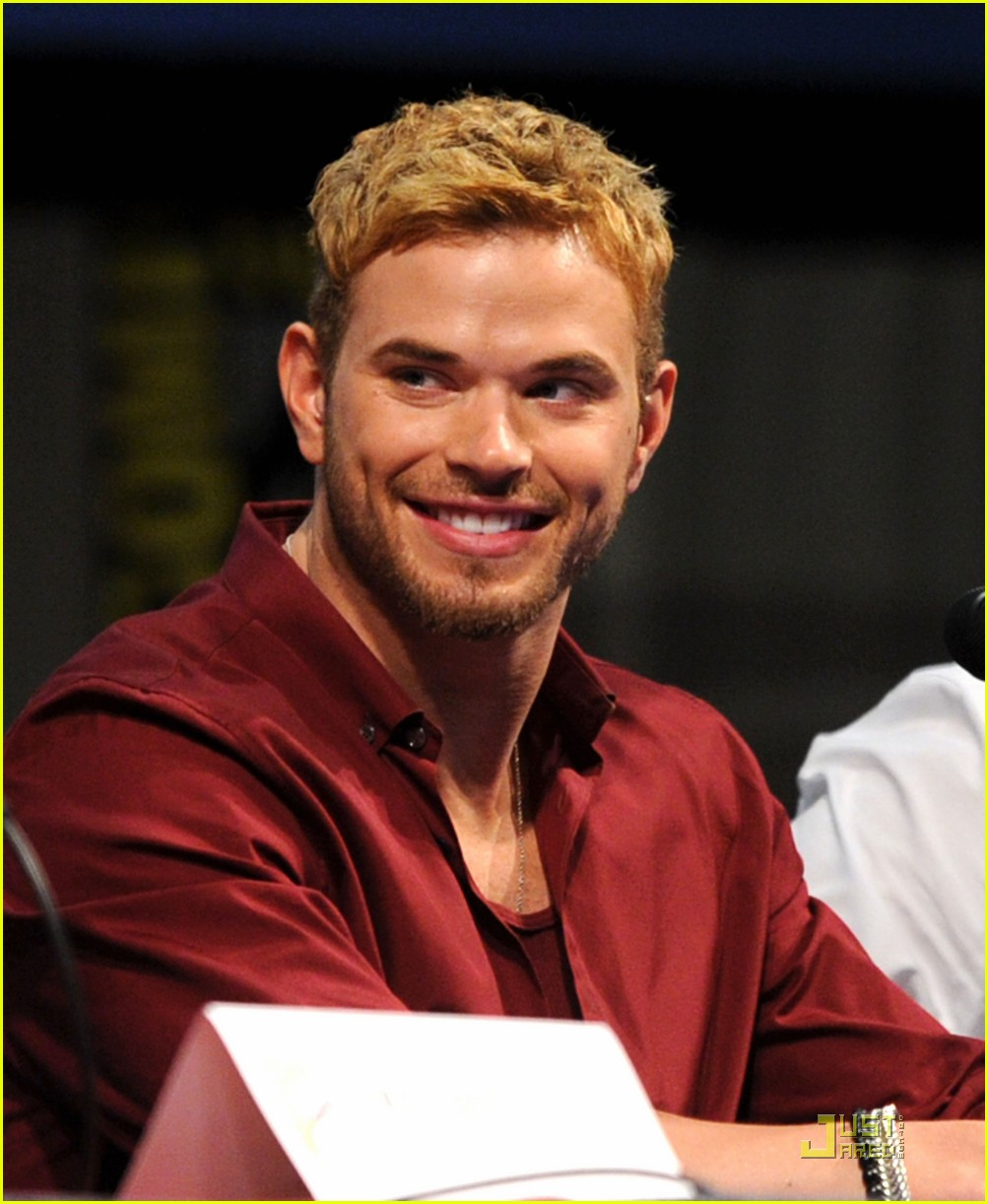 kellan lutz henry cavill immortals at comic con 03