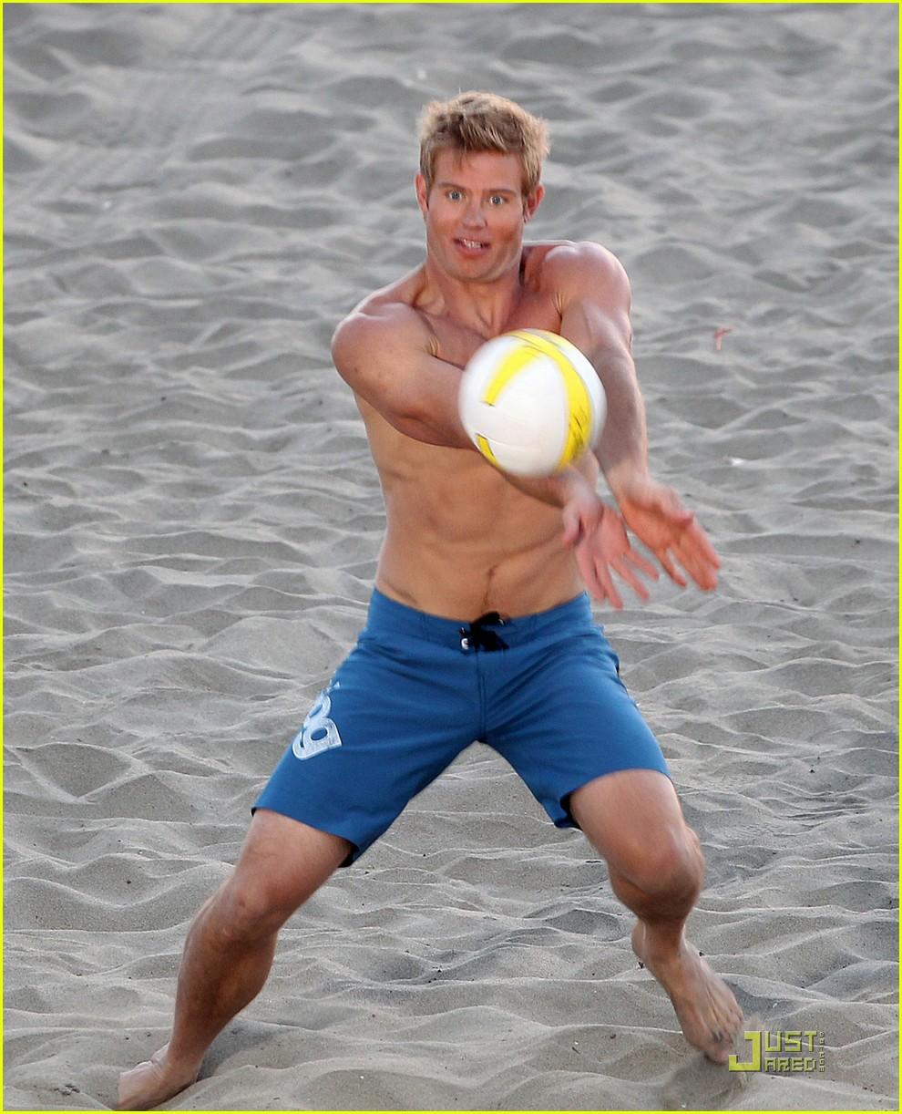 AnnaLynne McCord & Trevor Donovan: '90210' Beach Bods!: Photo 2560391 ...