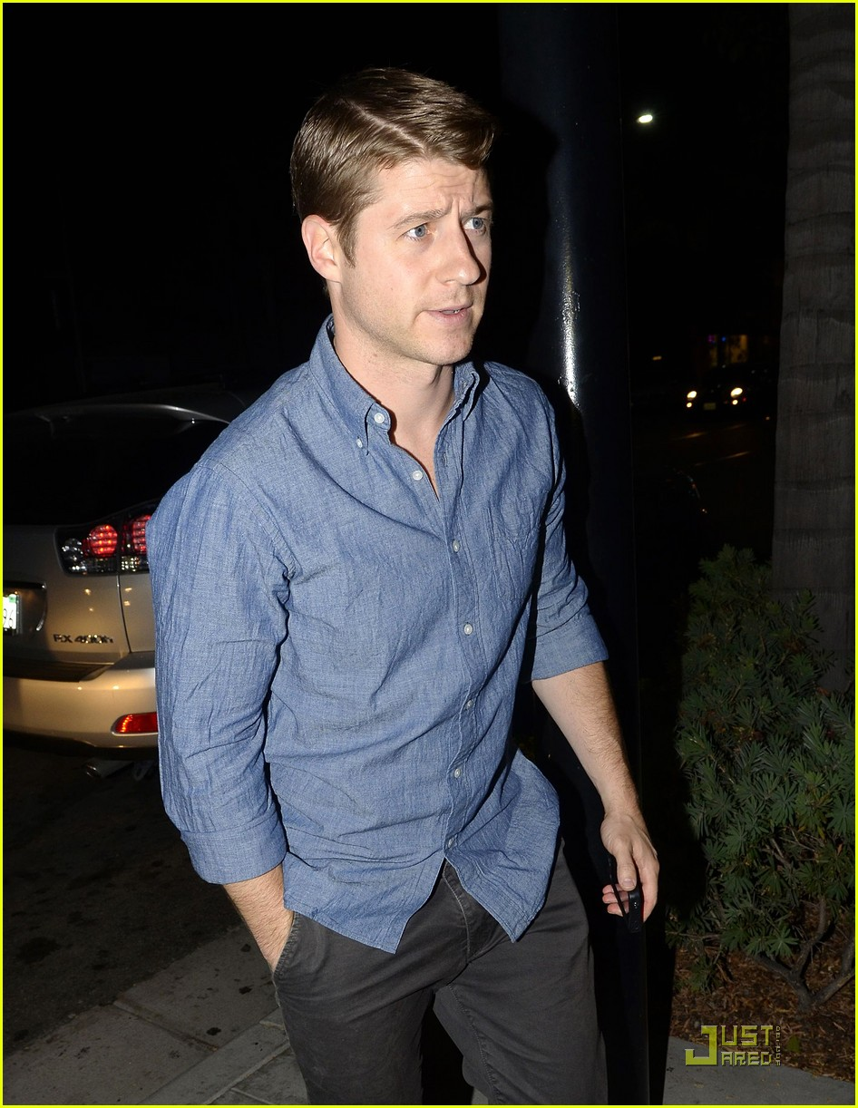 ben mckenzie dinner out 01