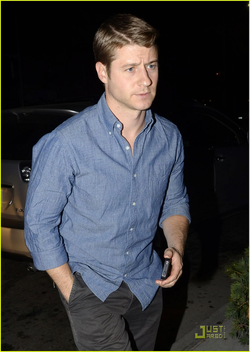 ben mckenzie dinner out 03