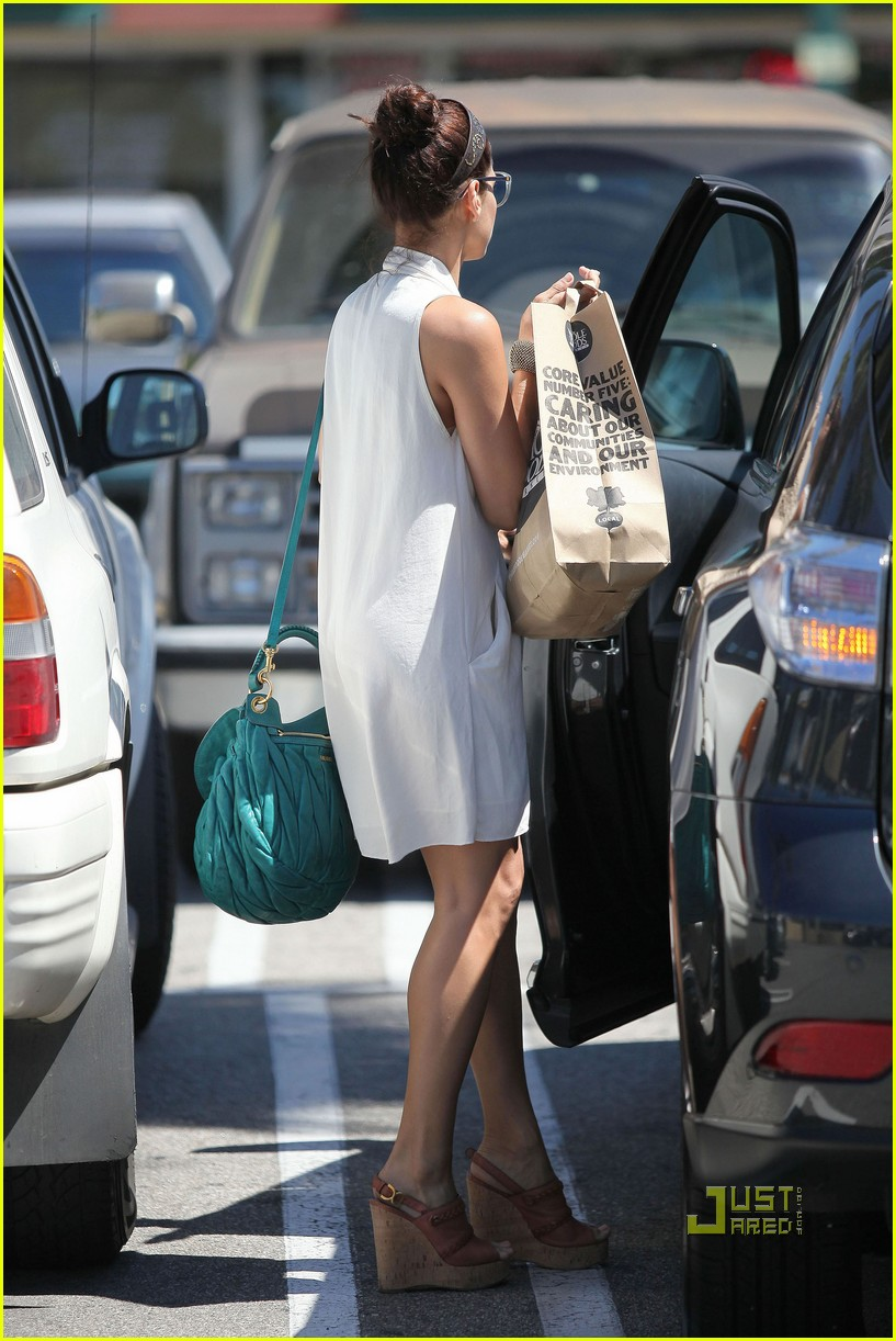 eva mendes grocery shopping 06
