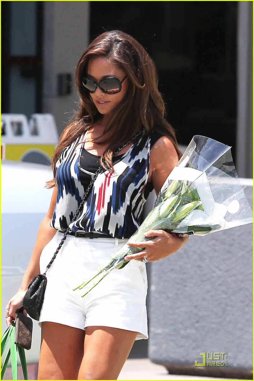 vanessa minnillo shows off her wedding ring 03Vanessa Minnillo Wedding Ring