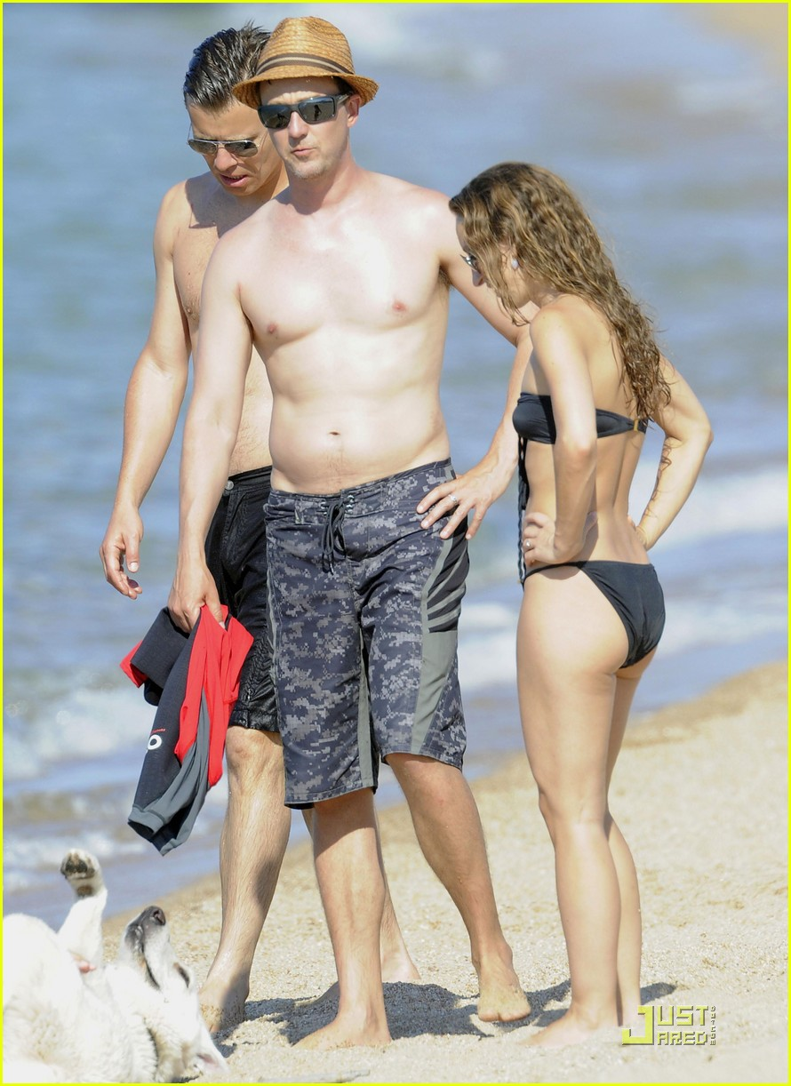 edward norton shirtless beach bod with shauna robertson 052559181