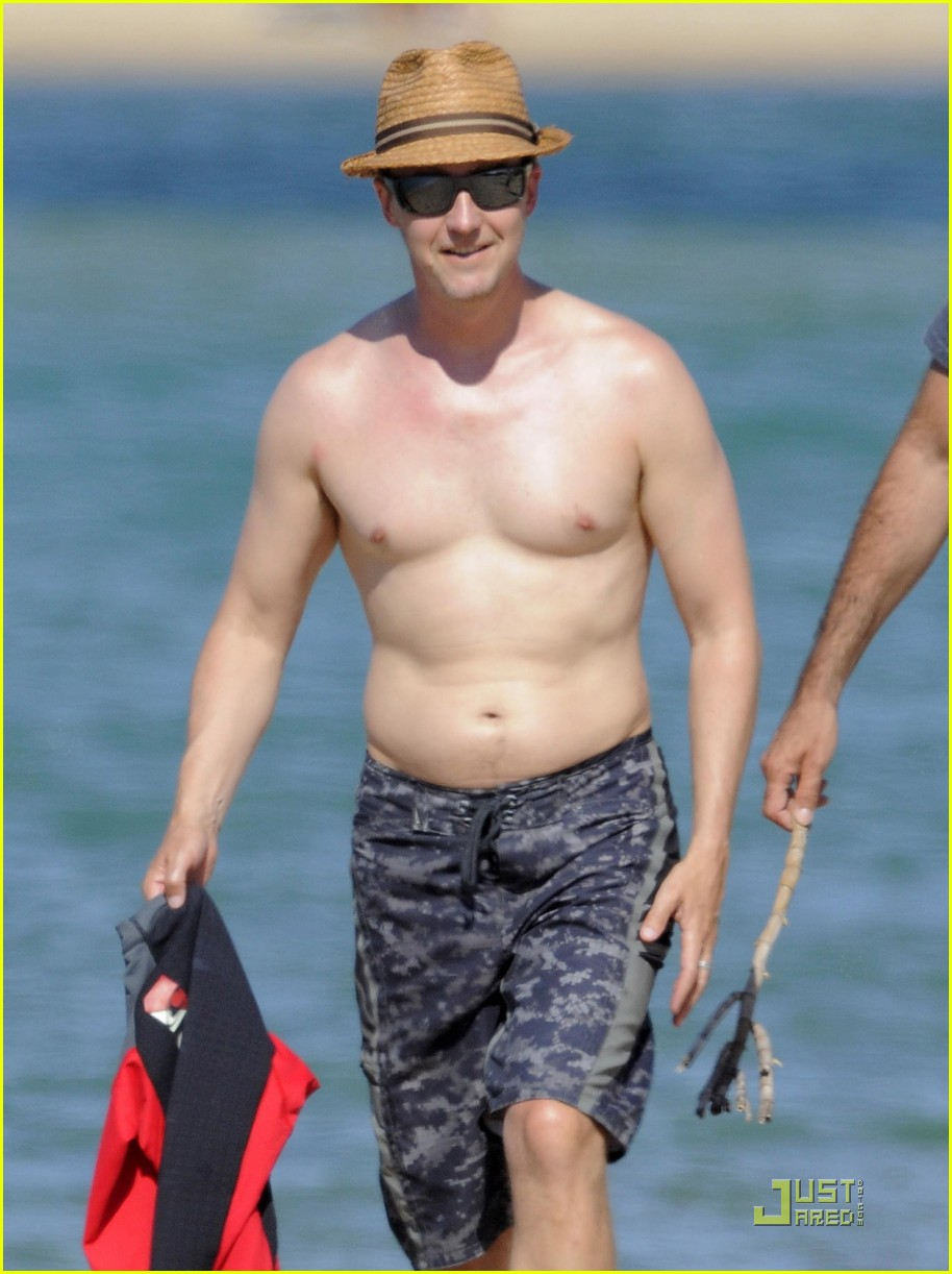 edward norton shirtless beach bod with shauna robertson 19