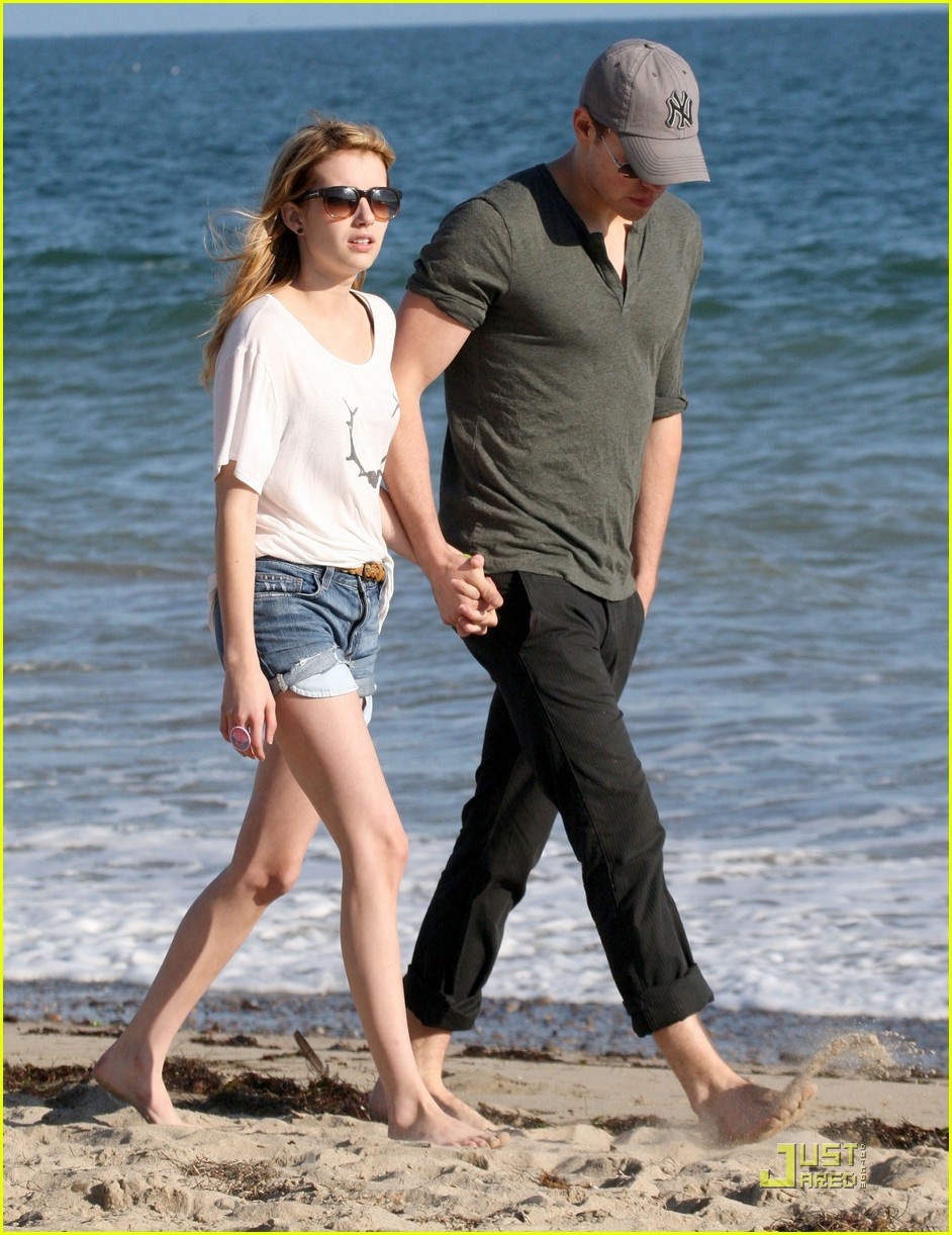 chord overstreet emma roberts holding hands on the beach 01