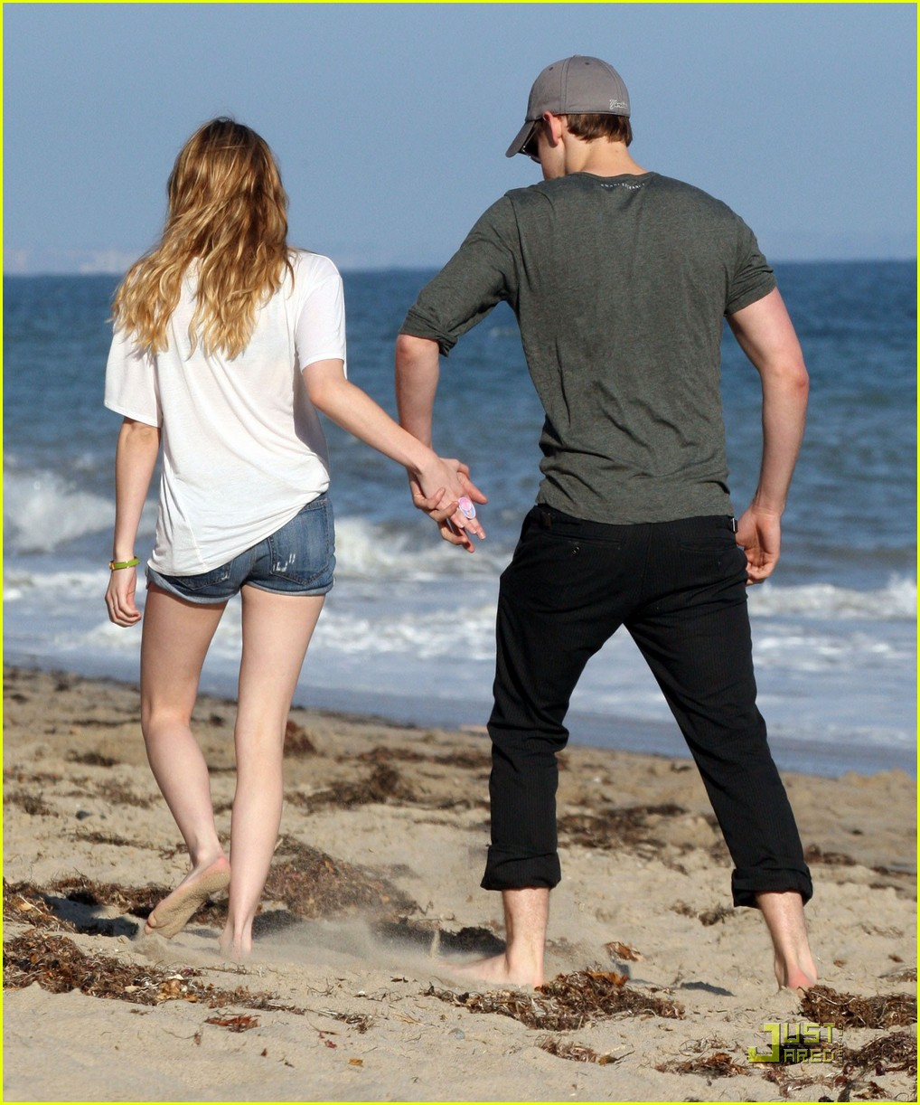 chord overstreet emma roberts holding hands on the beach 042563564