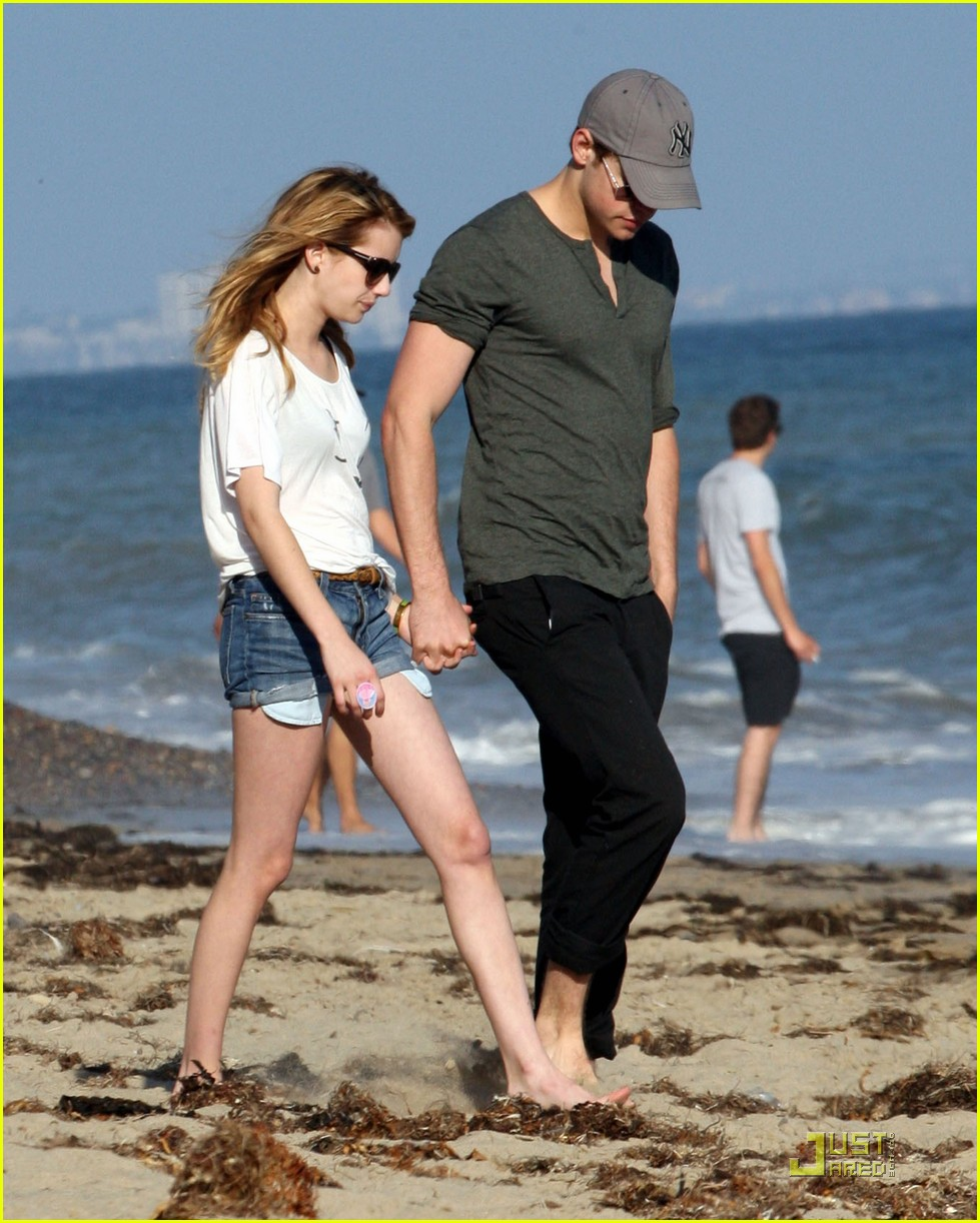 chord overstreet emma roberts holding hands on the beach 06