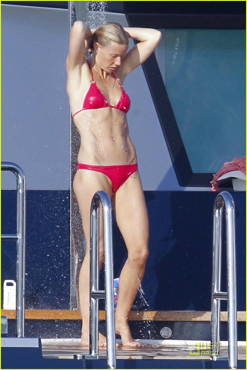 gwyneth paltrow bikini babe with apple moses 012559143