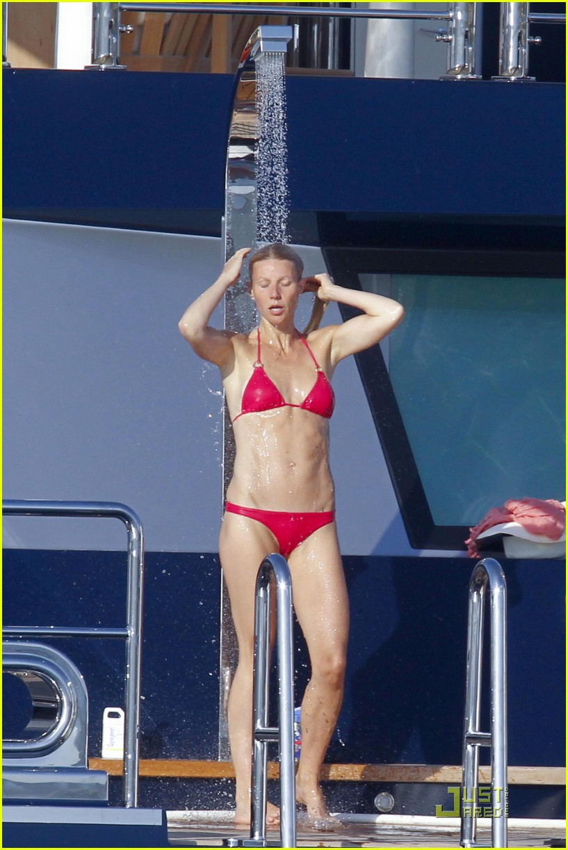 gwyneth paltrow bikini babe with apple moses 06