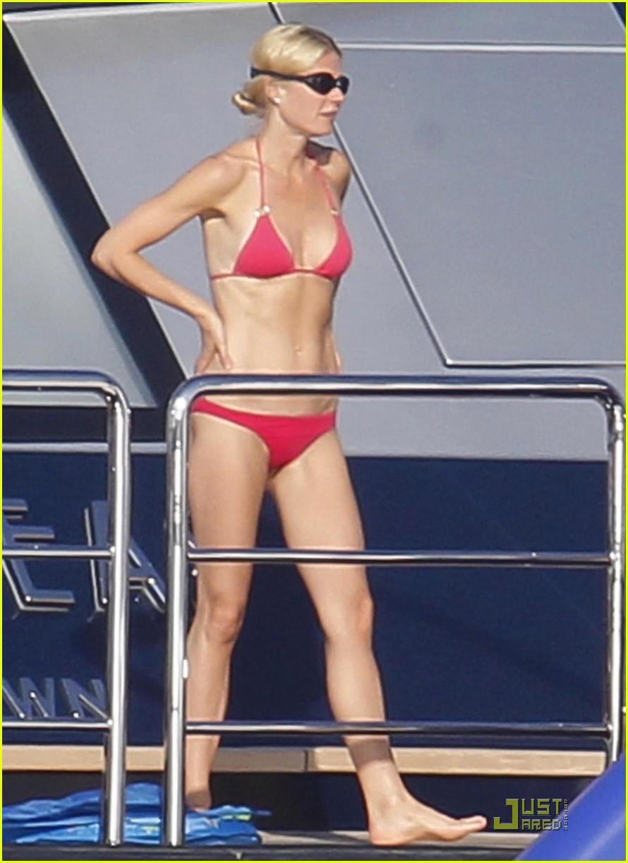 gwyneth paltrow bikini babe with apple moses 162559158