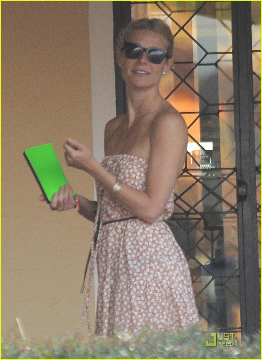 gwyneth paltrow apple moses vacation 132559249