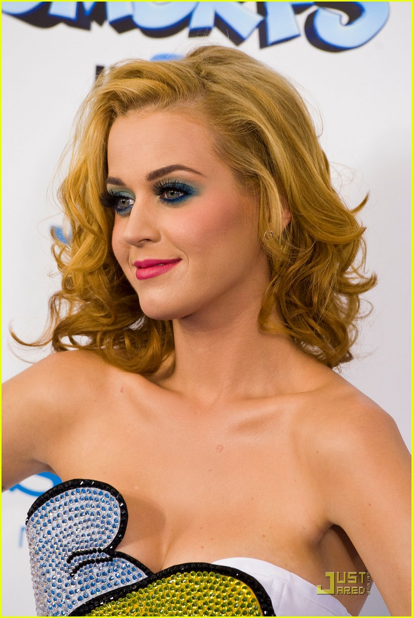 katy perry smurfette dress at smurfs premiere 09
