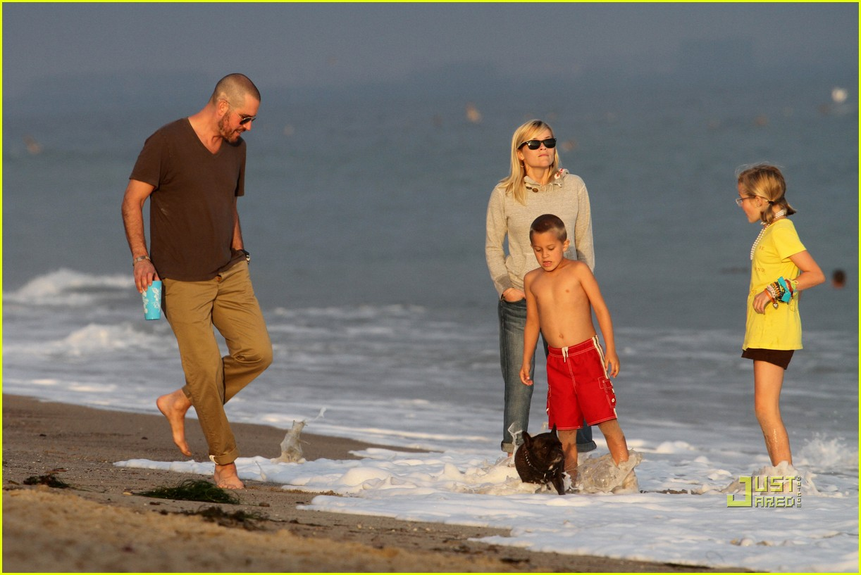 reese witherspoon jim toth deacon ava beach 192557786